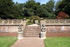 Treppenhaus mit den Löwestatuen, die Wappen tragen Stockbild