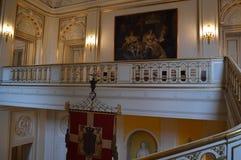 Treppenhaus und Balkon im königlichen Raum stockbild