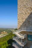 Treppenhaus und Steinwand stockfotos