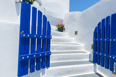 Treppenhaus und traditionelle Architektur in Santorini, Griechenland Stockfotos