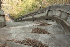 Treppenhaus unten zum Boden Stockfotografie
