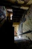 Treppenhaus - verlassenes Krankenhaus u. Pflegeheim stockbild