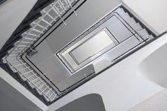 Treppenhaus von unterhalb Lizenzfreie Stockfotografie