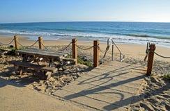 Treppenhaus, zum in Crystal Cove State Park auf den Strand zu setzen Lizenzfreie Stockbilder