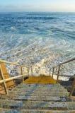 Treppenhaus zum Meer Stockbilder