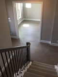 Treppenhausabdeckungsteppich und leerer Raum stockbild