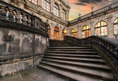 Treppenhausschacht in der alten Stadt von Dresden am Abend deutschland Lizenzfreies Stockbild