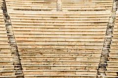 Treppenhintergrund in Theater Herod-Atticus in der Akropolise lizenzfreie stockfotografie