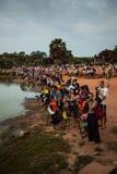 Treppiedi di impostazione dei fotografi ad alba di Angkor Wat Fotografie Stock