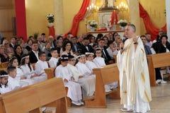 Trepuzz, célébration catholique de l'Italie 05-06-2018 de la première communion en Italie du sud Images stock