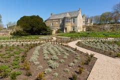Trerice议院Newquay康沃尔郡英国英国美丽的伊丽莎白女王的庄园住宅和庭院在晴朗的春天风化 免版税库存图片