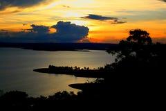 Tres玛丽亚斯湖风景金黄太阳下午的 免版税图库摄影