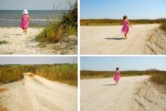 Tres años que caminan hacia la playa foto de archivo