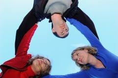 Tres adolescentes en el cielo Imágenes de archivo libres de regalías