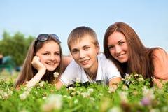 Tres adolescentes jovenes felices Imagen de archivo libre de regalías