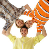 Tres adolescentes que se sostienen en una forma de una estrella Fotos de archivo