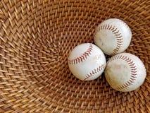 Tres béisboles en cesta de mimbre Fotografía de archivo libre de regalías