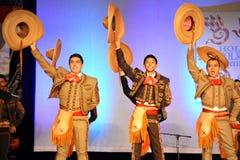 Tres bailarines mexicanos de sexo masculino imagen de archivo