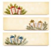 Tres banderas de la Navidad con las cajas de regalo y el snowfl