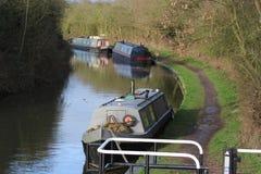 Tres barcos estrechos amarrados en el canal de Coventry Fotos de archivo
