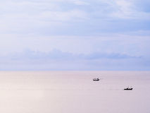 Tres barcos y cielo en colores pastel Imagen de archivo libre de regalías
