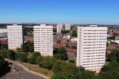 Tres bloques de apartamentos blancos, Birmingham Inglaterra imagenes de archivo