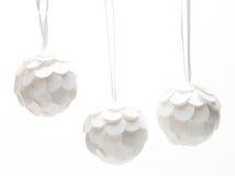 Tres bolas de la Navidad blanca Imágenes de archivo libres de regalías
