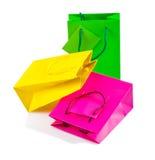 Tres bolsas de papel clored aisladas imágenes de archivo libres de regalías