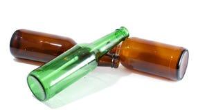 Tres botellas de cerveza vacías en una pila Foto de archivo libre de regalías