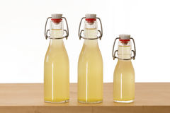 Tres botellas llenadas del jarabe del elderflower fotografía de archivo libre de regalías