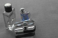 Tres botellas para hombre del cologne con la marca conocida de los olores y h clasificados fotos de archivo