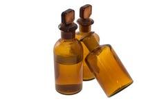 Tres botellas químicas marrones pasadas de moda Imagen de archivo