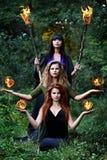 Tres brujas con las bolas de fuego Fotografía de archivo