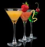 Tres cócteles cosmopolitas rojos de los cócteles Imagen de archivo libre de regalías