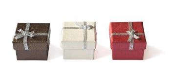 Tres cajas de regalo con la cinta de plata Fotografía de archivo