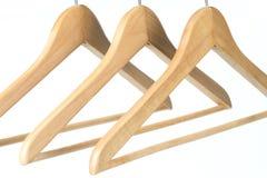 Tres capas/suspensiones de ropa de madera Imagen de archivo libre de regalías