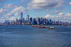 Tres cargueros y New York City Fotos de archivo