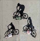 Tres ciclistas Imagenes de archivo