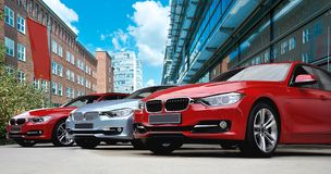 Tres coches de carreras Imagenes de archivo