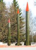 Tres cohetes verticales se oponen el hd del fondo foto de archivo libre de regalías