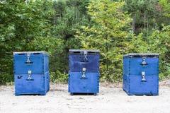 Tres colmenas azules de la abeja en el campo en Thassos Fotografía de archivo libre de regalías