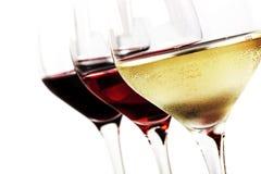 Copas de vino sobre blanco Imágenes de archivo libres de regalías