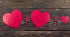 Tres corazones en un corazón de madera del fondo fotos de archivo libres de regalías