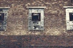Tres corridos abajo de la fábrica Windows Fotografía de archivo