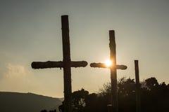 Tres cruces de madera en puesta del sol Fotos de archivo