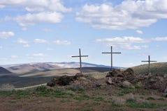 Tres cruces en el desierto imagenes de archivo