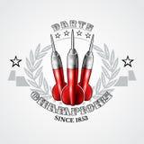 Tres dardos rojos en el centro de guirnalda de plata Logotipo del deporte para cualquier juego o campeonato de los dardos ilustración del vector