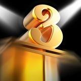 Tres de oro en pedestal exhibe premios o Recogn del entretenimiento Imagen de archivo libre de regalías