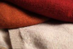 Tres doblaron los suéteres de lana Imagenes de archivo