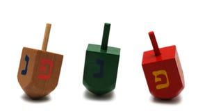 Tres dreidels - símbolo de hanukkah Imagen de archivo